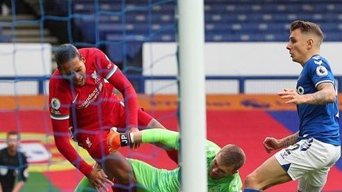 Everton 2-2 Liverpool: Chấn thương, thẻ đỏ và VAR trong trận derby kịch tính