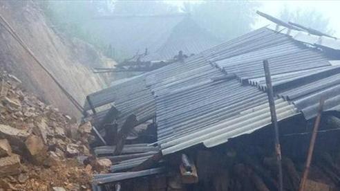 Quảng Trị: Sạt lở vùi lấp một ngôi nhà, 4 người mất tích