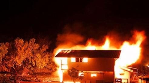 Vợ đốt nhà định giết chồng rồi tự sát