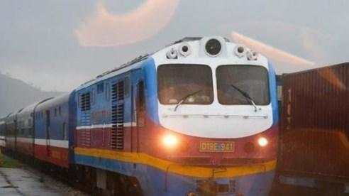Đường sắt Bắc - Nam qua Quảng Bình được nối thông, sẵn sàng vận chuyển hàng cứu trợ