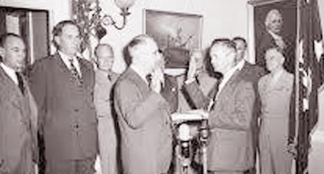 Vị bộ trưởng Quốc phòng đầu tiên xứ cờ hoa