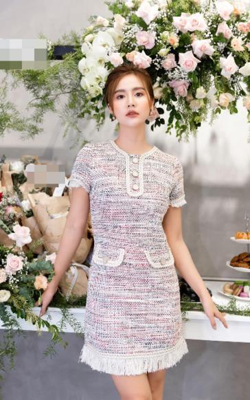 Huyền Lizzie gợi ý cách mặc đầm tweed đẹp ngọt ngào mà vẫn trẻ trung
