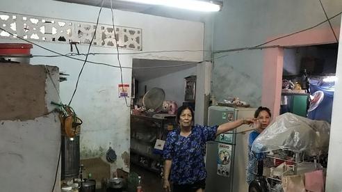 Nước dâng ngập lụt, cuộc sống hàng loạt nhà dân ở Sài Gòn đảo lộn