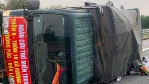Tài xế bị thương nặng trên đường chở hàng cứu trợ cho miền Trung