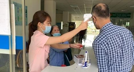 Thêm 12 ca nhiễm COVID-19 nhập cảnh từ Angola