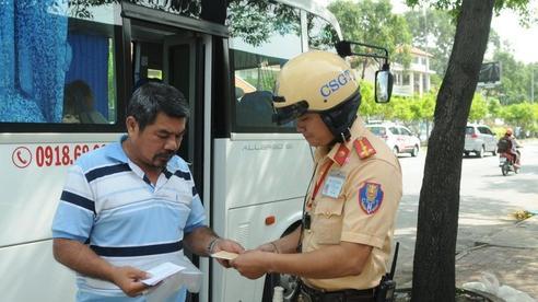 Ô tô con và xe khách hết cơ hội dừng, đỗ đón trả khách trên nhiều tuyến đường ở trung tâm Sài Gòn