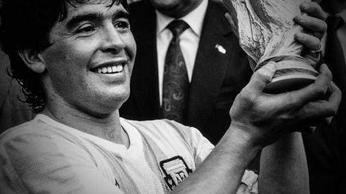 [Infographic] - 'Đỉnh cao' và 'vực sâu' của Maradona