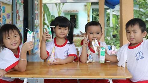 Vĩnh Long và Vinamilk tổ chức 'Ngày hội sữa học đường'