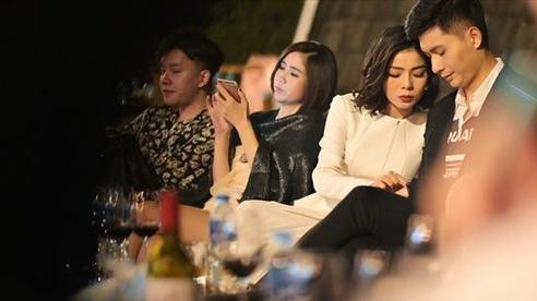 'Bạn trai tin đồn' hộ tống Lệ Quyên biểu diễn tại Hà Nội