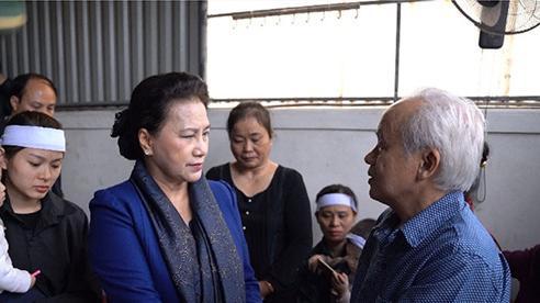 Chủ tịch Quốc hội Nguyễn Thị Kim Ngân thăm gia đình các liệt sĩ Rào Trăng 3