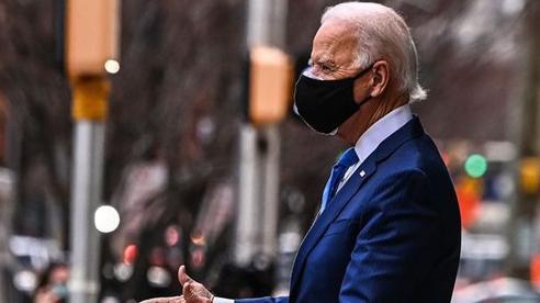 Bloomberg: Ông Biden cho biết sẽ chưa dỡ bỏ hàng rào thuế quan với Trung Quốc