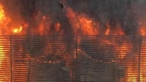 Dập tắt đám cháy tại chung cư HH2 Complex ở quận Đống Đa