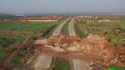 Khung cảnh tàn khốc phiến quân dựng nên để ngăn Nga và Thổ Nhĩ Kỳ tuần tra tại Idlib