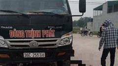 Va chạm tại ngã tư, người phụ nữ đi xe máy bị xe tải cán tử vong