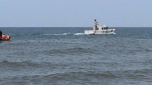 Quảng Bình: Tìm kiếm nam thanh niên bị sóng cuốn khi tắm biển