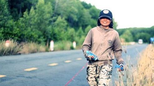 Nghỉ việc văn phòng, cô gái đi bộ 2.500km vì lý do ai cũng 'sốc' này