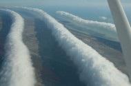 Cận cảnh mây hình ống dài 1.000 km hiếm gặp