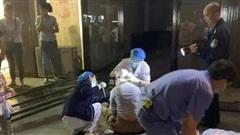 Thấy cửa kính khổng lồ đổ ập xuống 3 đứa trẻ, người mẹ 2 con quyết lao mình vào chống đỡ khiến bản thân bị thương nặng
