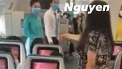 Clip nữ hành khách liên tục gào thét trên máy bay: 'Tôi muốn ra Hà Nội ngay lập tức, không thể chịu nổi cái nơi này nữa'