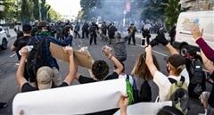 Phóng viên Nga trúng đạn giữa 'bão' biểu tình ở Mỹ