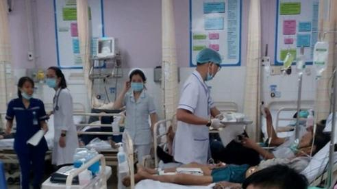 TPHCM: 140 người nhập viện sau khi ăn bánh mì của một tiệm bánh