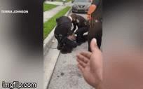 Lại xuất hiện thêm một đoạn video cảnh sát ghì cổ đè người da màu ở Mỹ