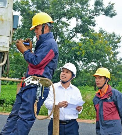 Công khai các trường hợp trộm cắp điện trước thôn, làng, tổ dân phố