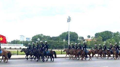 Bất ngờ với hình ảnh lực lượng Kỵ binh CSCĐ trước Lăng Bác