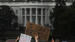Hàng chục ngàn người Mỹ biểu tình, Nhà Trắng thành 'pháo đài'
