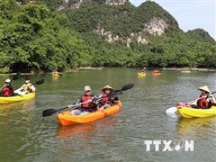 Về Khu du lịch sinh thái Tràng An trải nghiệm chèo thuyền kayak