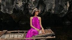 Váy phom suông che kín đường cong nhưng vô cùng quyến rũ dưới nắng hè
