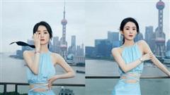 Triệu Lệ Dĩnh khoe thân hình mỏng dính trong bộ váy xanh cut - out