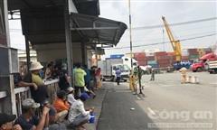 Tài xế xe tải bị xe container cán chết trước cảng ở Sài Gòn