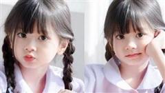 Bé gái trở thành tâm điểm trong bức ảnh ở trường vì quá xinh đẹp, hoá ra là người từng khiến dân mạng cất công tìm danh tính