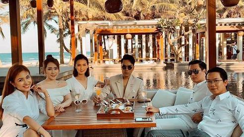 Hé lộ loạt ảnh đầu tiên của dàn sao trong tiệc cưới Phanh Lee: Quỳnh Nga, Vân Hugo lên đồ sang chảnh, rạng rỡ mừng hạnh phúc bạn thân!