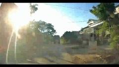 Tình huống nguy hiểm khi lái xe bị chói nắng bất ngờ gặp xe đi ẩu