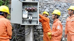 Vụ tiền điện bị nâng 32 lần lên 16 triệu: Tạm đình chỉ Giám đốc điện lực để điều tra