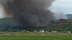 Nghệ An, Hà Tĩnh: Hàng ngàn người dập lửa cứu rừng dưới cái nắng 40 độ