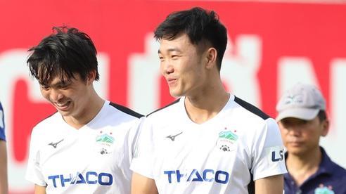 HLV Lee Tae-hoon lí giải việc cất Tuấn Anh trên băng ghế dự bị và cho Xuân Trường vào sân phút bù giờ cuối trận