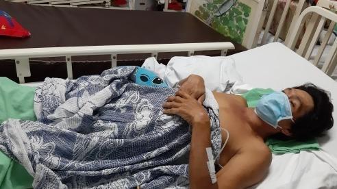 Cố kiếm tiền chữa ung thư cho vợ, người phụ hồ nghèo bị ngã gãy cột sống