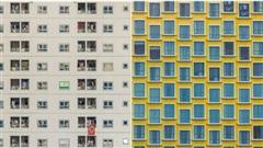 Bộ ảnh 'có một Sài Gòn rất nhiều cửa' đang khiến cả MXH điên đảo vì quá độc lạ: Nhìn một hồi có khi… hoa luôn cả mắt!