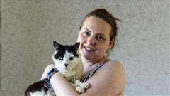 Đi lạc 12 năm trời, chú mèo bỗng may mắn tìm được chủ cũ và cuộc hội ngộ đầy bất ngờ gây xúc động