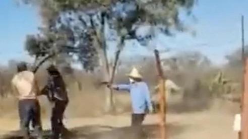 Phàn nàn về lương, 2 công nhân ở Zimbabwe bị ông chủ Trung Quốc nổ súng bắn