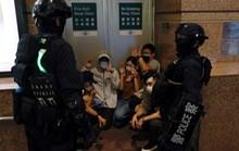 Cảnh sát Hồng Kông bắt nghi phạm biểu tình 'ngay trên máy bay'