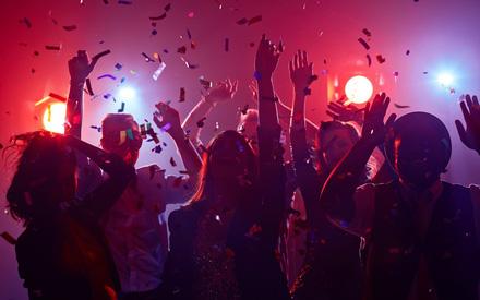 Mỹ: sinh viên tổ chức tiệc tùng để thi xem ai mắc COVID-19 trước