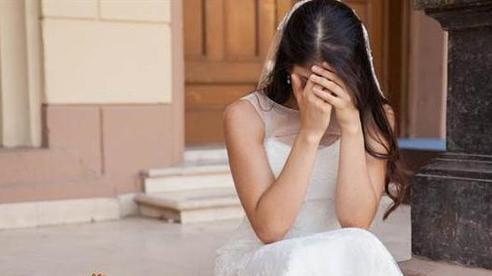 Vào ngày cưới, tôi bật khóc, tháo khăn voan đòi hủy hôn khi nhìn thấy cổng hoa đón dâu nhà anh
