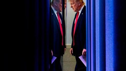 Bất ngờ mở văn phòng đại dịch: Tổng thống Trump gây tranh cãi với chiêu 'bình mới rượu cũ'