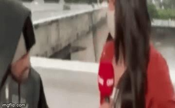 Nữ phóng viên xinh đẹp của CNN bị kề dao cướp điện thoại khi đang dẫn trực tiếp