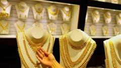 Đổ xô mua vàng, ô tô trước ngày tăng thuế gấp 3