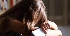 Cảnh báo nạn bạo hành ngược: Bà mẹ phải trốn trong phòng, cả đêm không dám ngủ vì con gái tuổi teen tìm cách đe dọa